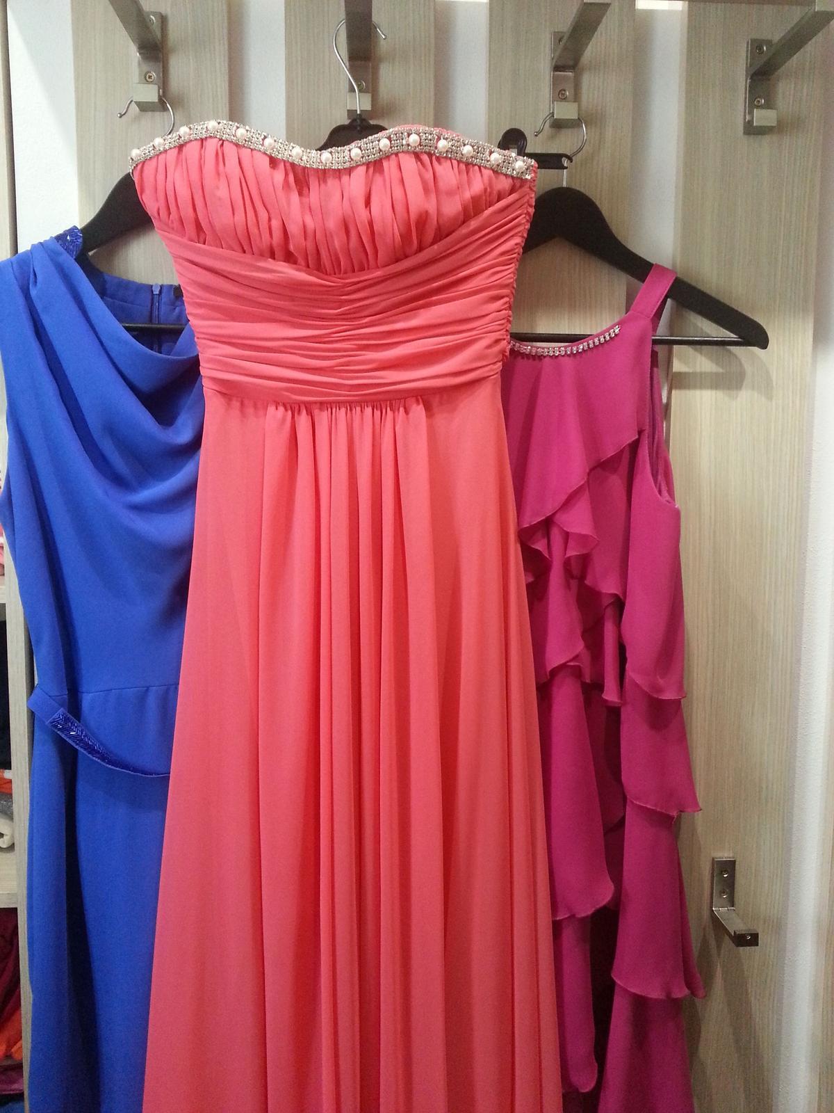 Spoločenské šaty lososové s d106e7e0b74
