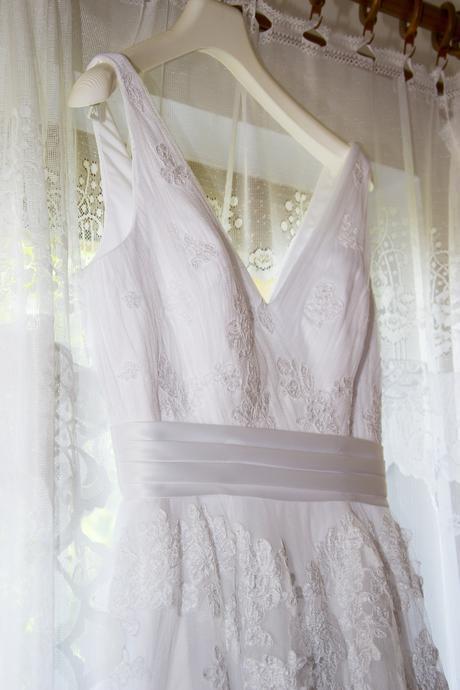 svatební šaty v. 36 + kruhová spodnice, 36