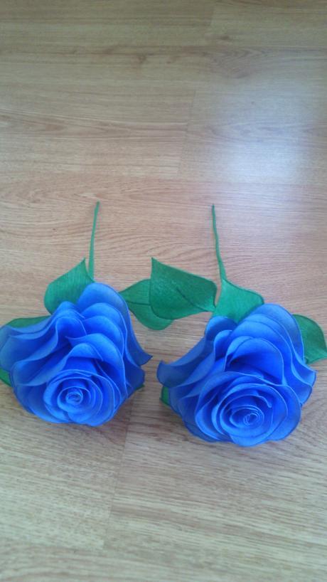 Ruže z krepového papiera,
