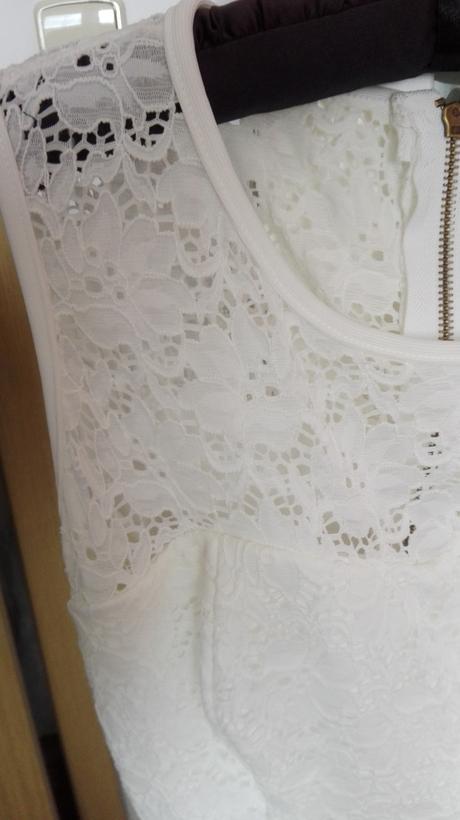 Bílé krátké šaty, 38