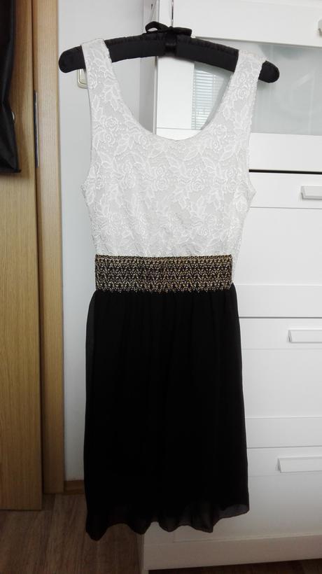 Černobílé šaty, 38