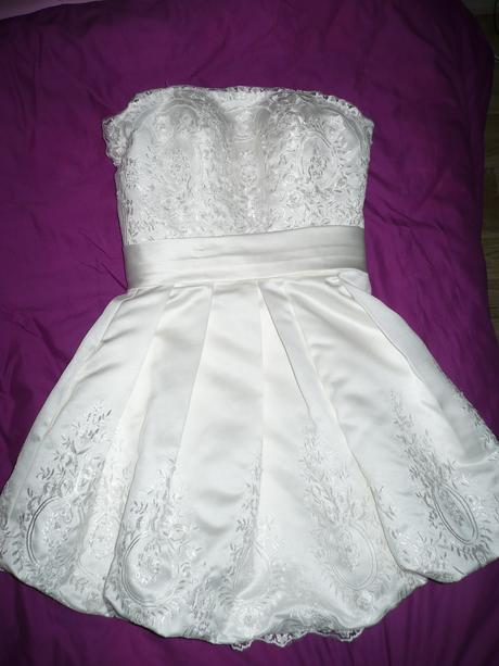 Hezké krátké šaty, 36