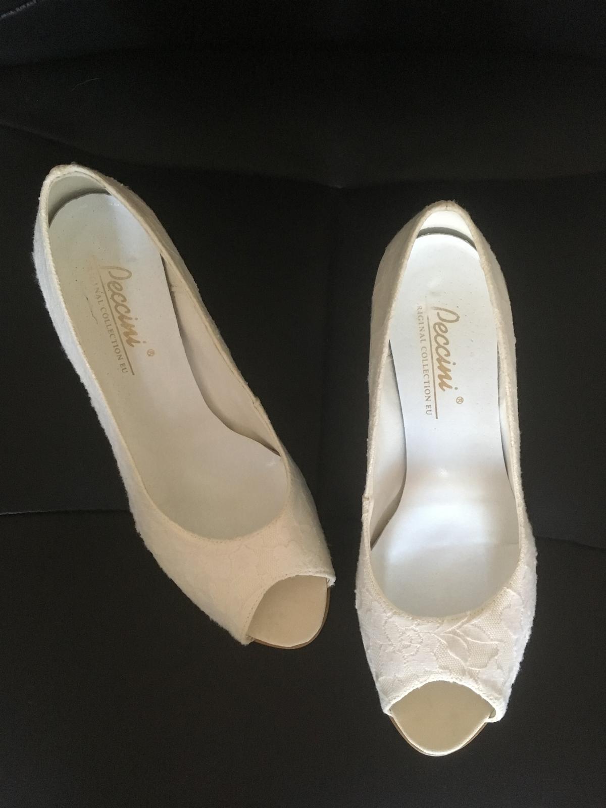 Kožené svatební boty s krajkou e3fadd5a3f