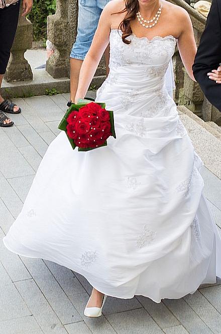 svatební šaty s vlečkou 36-40, 36
