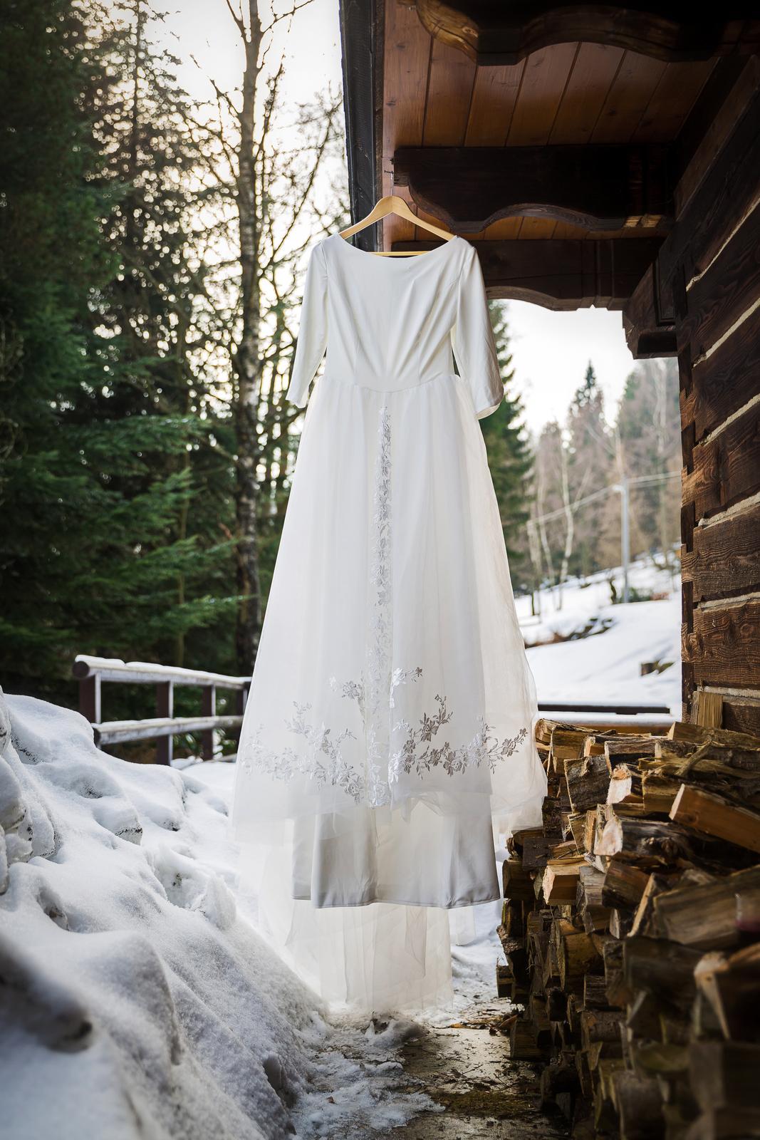 7efe31607874 Ivory svatební šaty s výstřihem na zádech