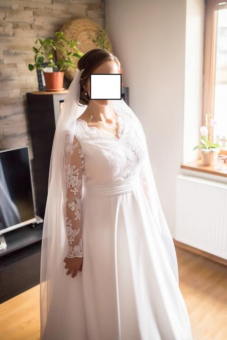 Krajkové svatební šaty, 42