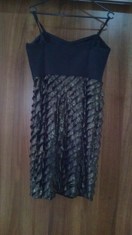 Čierno zlaté šaty, M