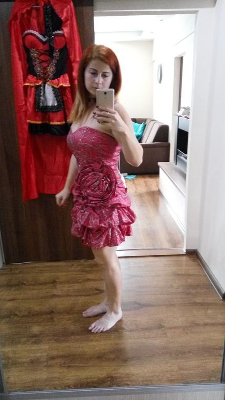 Malinové spoločenské šaty, 40