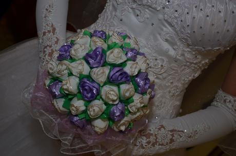 svadobna kytica fialovo biela ,