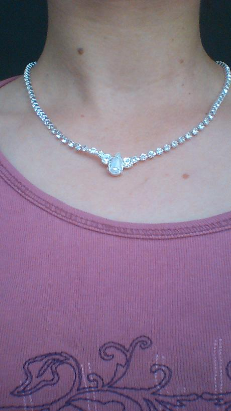 Štrasový náhrdelník se slzičkou ,
