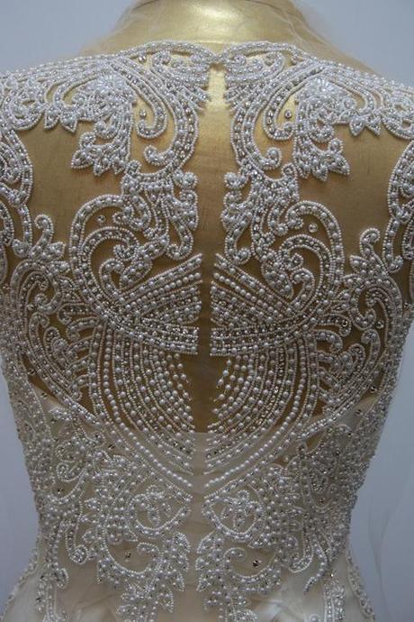 Aplikácia na svadobné šaty,
