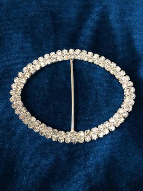 Štrasová ozdobná brošňa vhodná na svadboné alebo s,