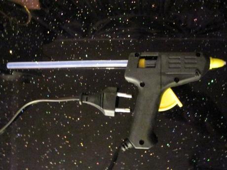 Tavná pištoĺ na lepidlo s 20ks tyčinkami lepidla,