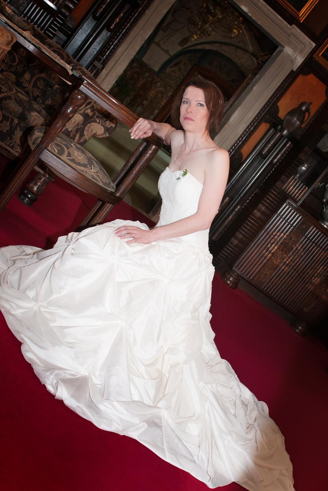 ad46030d5deb Svatební korzetové šaty champagne