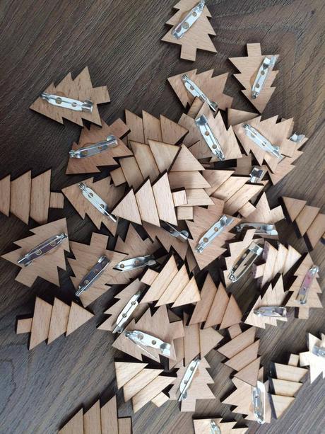 Lesní přírodní vintage dřevěné vývazky stromeček,