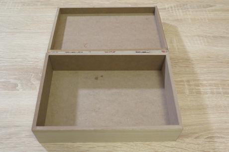 Dřevěná krabička s motýlky,