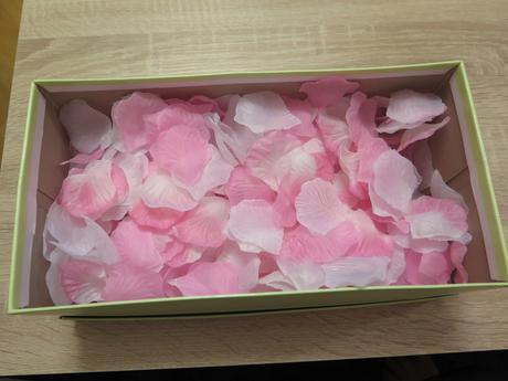 Růžovo-bílé okvětní plátky růží 400 ks,