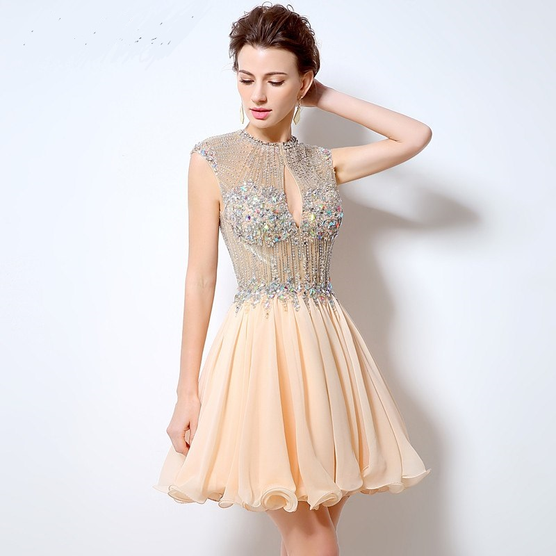 Luxusné krátke spoločenské šaty  efef62a62a9