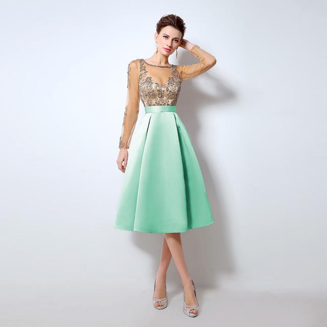 Luxusné krátke spoločenské šaty  9a8c9aacb02