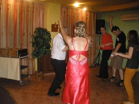 Popolnočky alebo plesove saty, 40