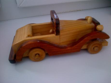 Drevené autíčko,