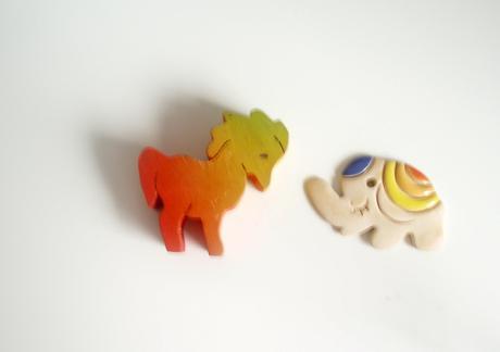 Konik drevený a sloník keramický Cena spolu,