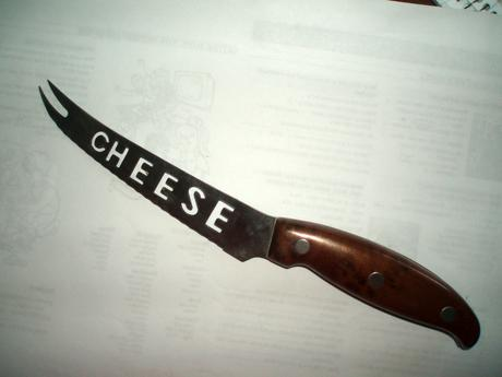 Nôž na syr,