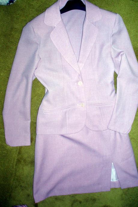 Ružovo-fialový kostým, 38