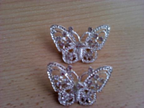 2x motýlky na šatičky ,