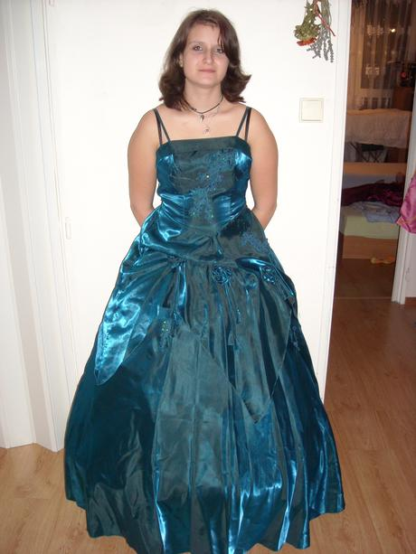 netradiční šaty, 38
