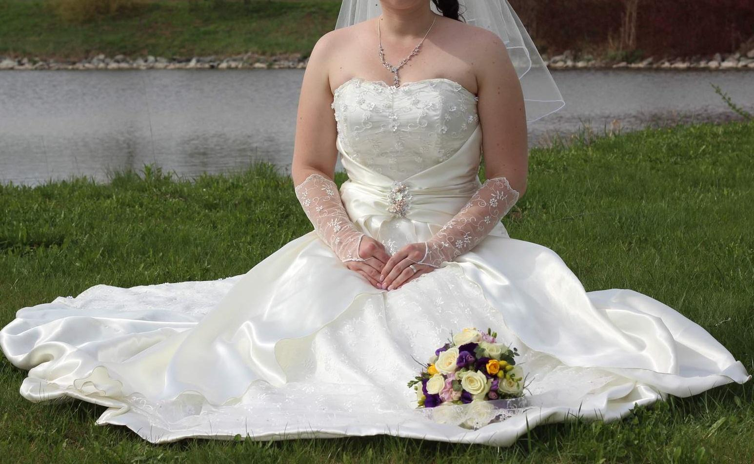 522422df6e4 Korzetové svatební šaty velikosti 38-42