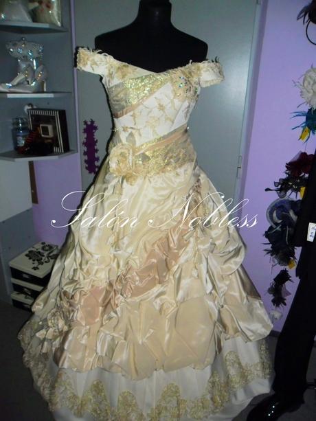 Netradiční svatební šaty smetanovo-zlaté, 37