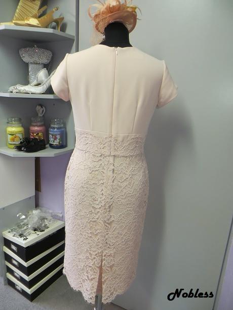 Pouzdrové šaty Sapri pudrové, bílomodré, 38