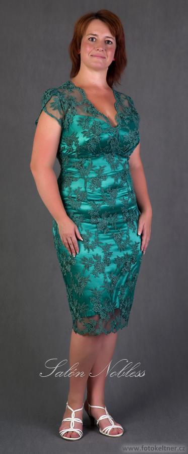 Společenské krajkové šaty lahvově zelené e3e648765e9
