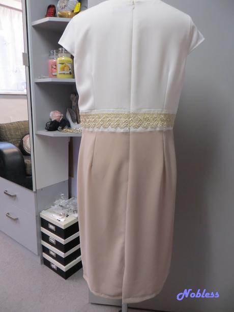 Společenské šaty Tres, 46