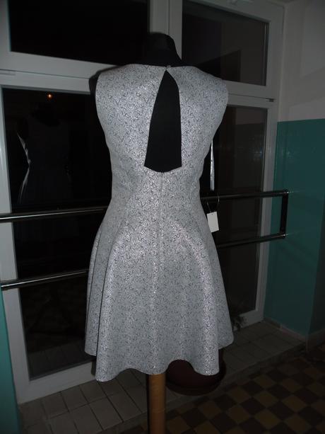 Úžasné šaty s kol. sukní vel. 38 a 42, 38