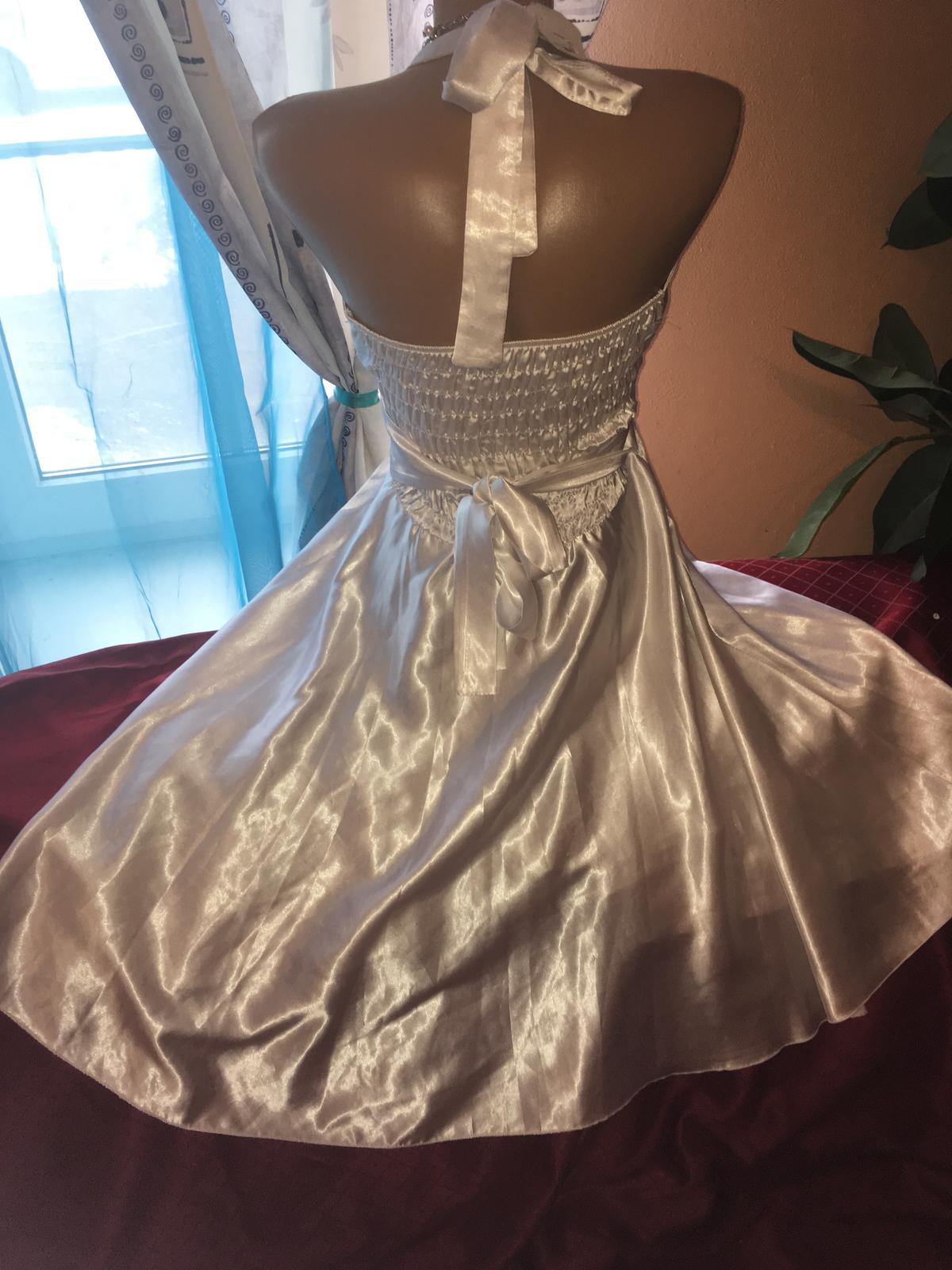 168e6cc502b Popůlnoční svatební šaty z itálie