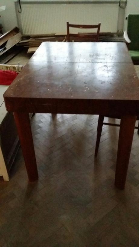 Drevený stôl,