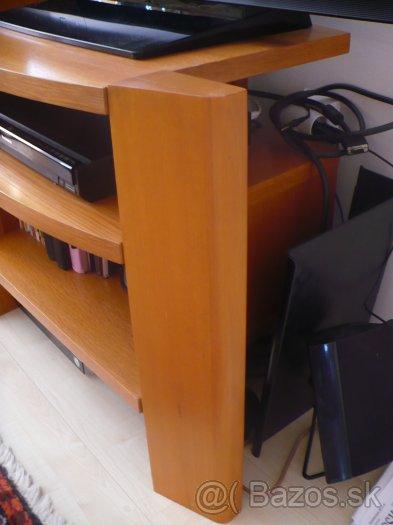 Veľká komoda masív a stôl pod televízor,