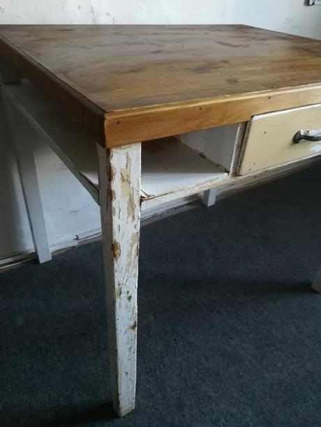 Starý kuchyňský stůl,