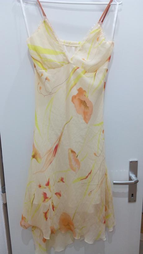 Kvetované šaty, 37