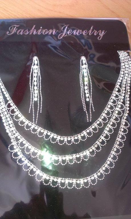 set náušnice a náhrdelník,