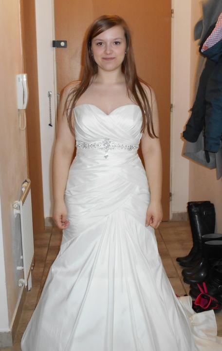Svatební šaty šampaň se štrasovou sponou vel.38-42, 38