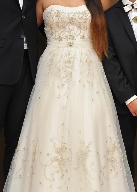 Jedinečné, honosné, ručne vyšívane svadoné šaty, 40