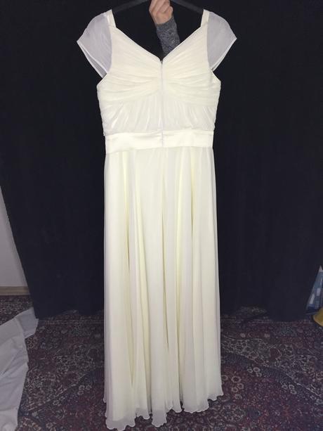 Kvalitné a jednoduché svadobné šaty, 38