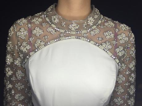 Popolnočné vyšívané šaty, 40