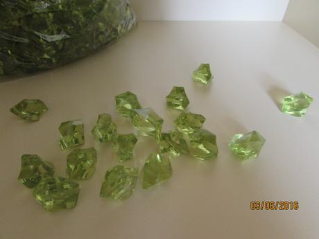 Kamínky/krystaly/diamanty,
