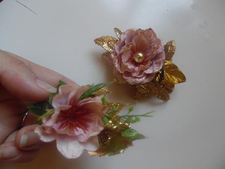 Květina do vlasů a korsáž pro ženicha,