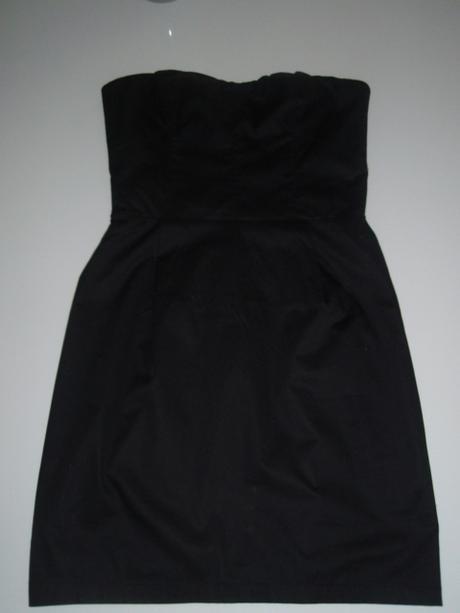 Čierne puzdrové šaty, 38