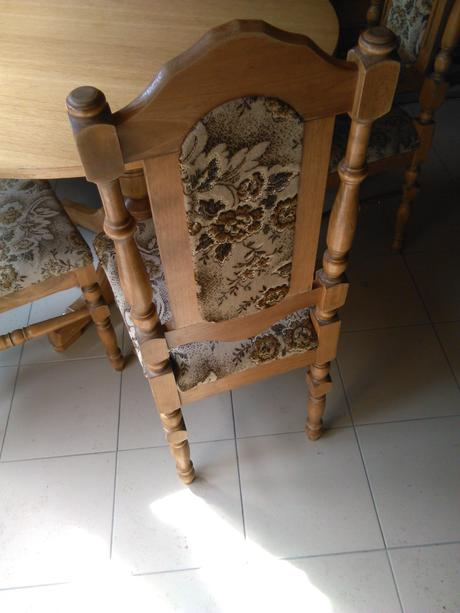 Dreveny stol s 5 stolickami,